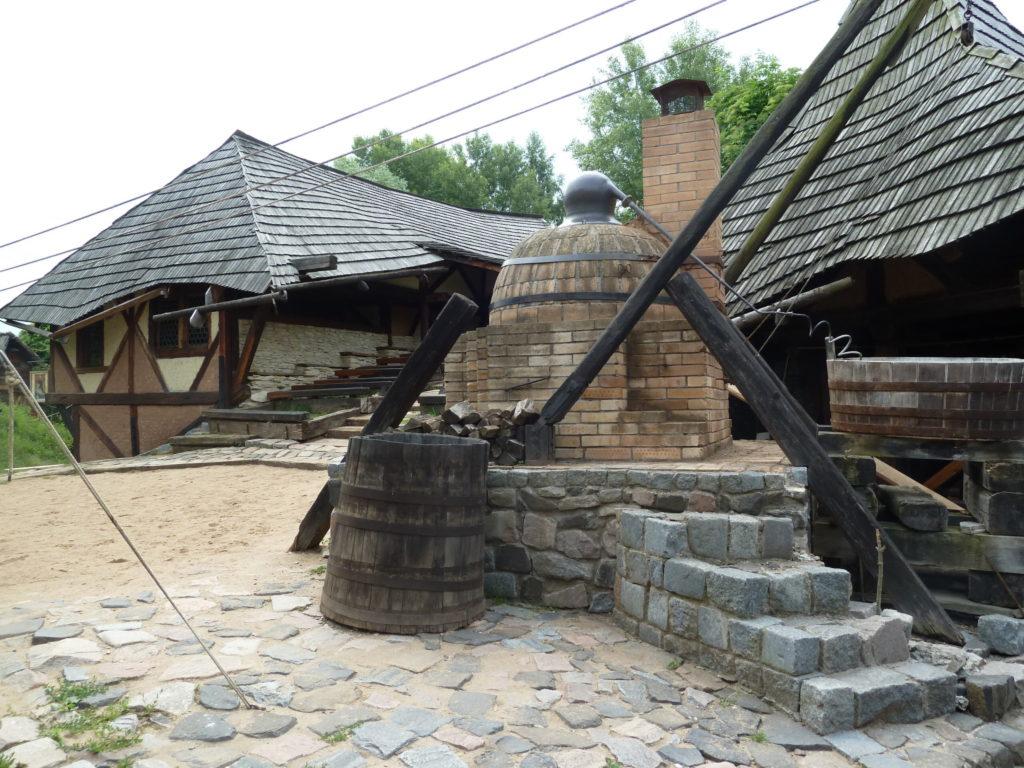 Celodenní výlet na zámek Lysá nad Labem a do středověké vesničky Ostrá